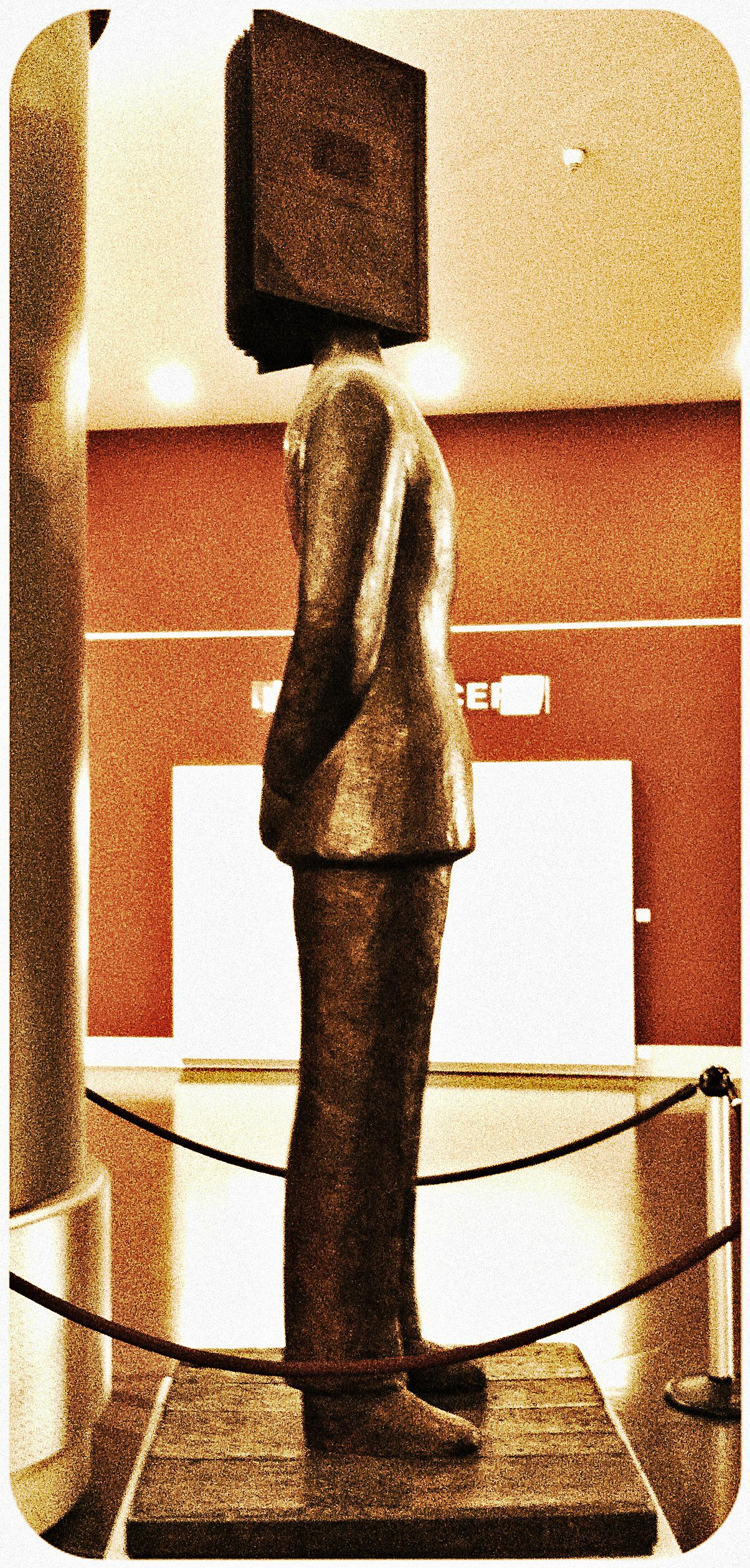 bookhead sculpture, nice france, sosno, library